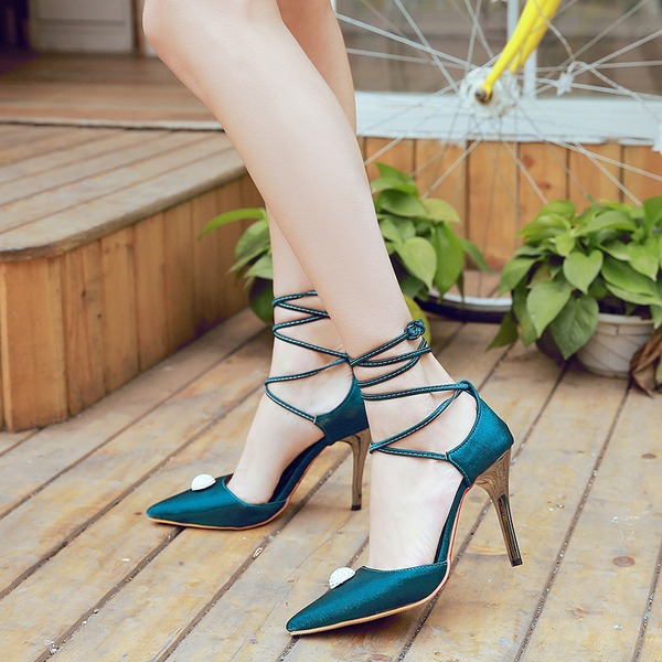 Mulheres como o cetim de seda Salto agulha Sandálias Bombas Fechados com Aplicação de renda sapatos