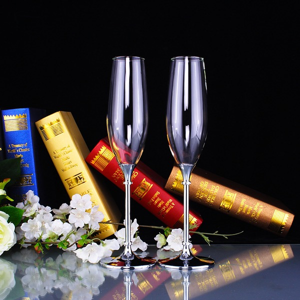 Elegant Toasting Flutes With Rhinestone
