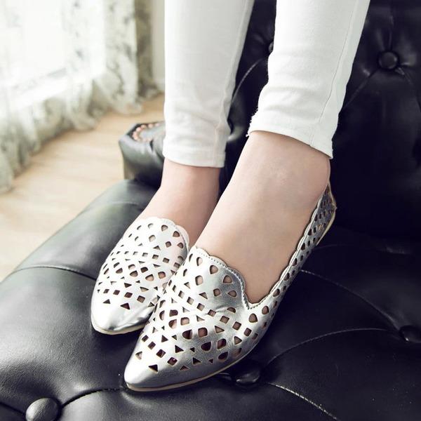 Kvinnor Konstläder Flat Heel Platta Skor / Fritidsskor Stängt Toe med Ihåliga ut skor