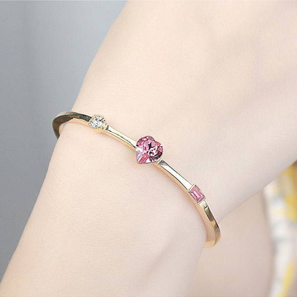 Heart Shaped Alloy Crystal With Imitation Crystal Fashion Bracelets (Sold in a single piece)