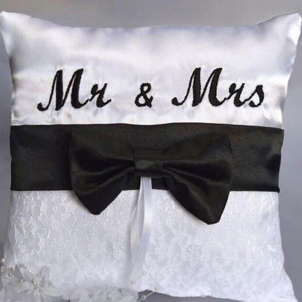 """Mr & Mrs."" Ring Pute i Klut med Bue"
