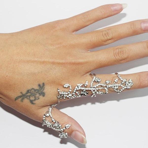 Schöne Legierung mit Strass Mädchen Mode Ringe