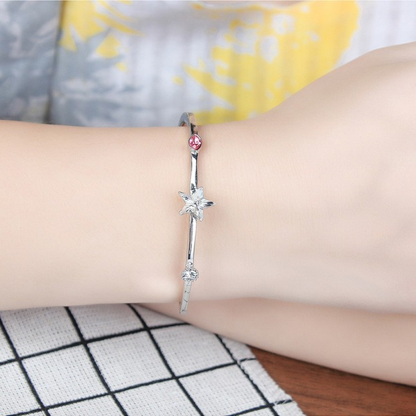 Star Shaped Alloy Crystal With Imitation Crystal Fashion Bracelets (Sold in a single piece)