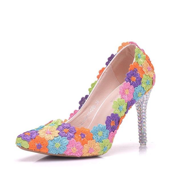 Vrouwen Kunstleer Stiletto Heel Closed Toe Pumps met Bloem Kristallen Hak