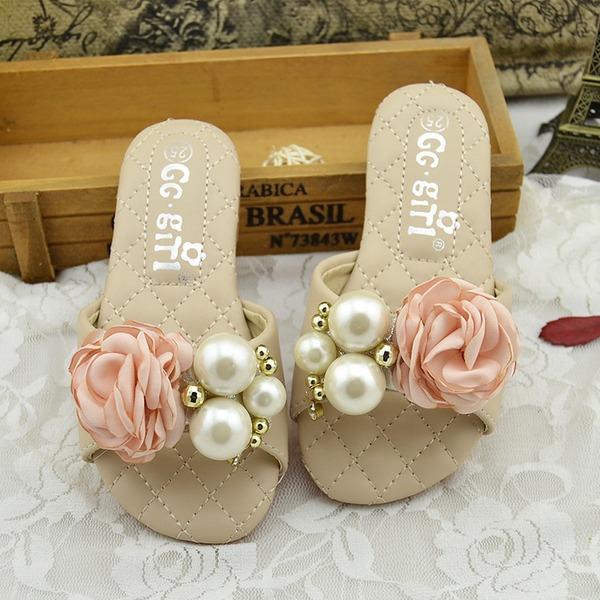 Jentas Titte Tå Slingback Leather flat Heel Sandaler Flate sko Tøfler Flower Girl Shoes med Imitert Perle Sateng Sløyfe