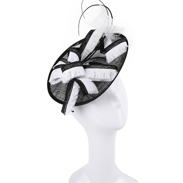 Dames Simple/Gentil/Jolie Batiste avec Feather Chapeaux de type fascinator