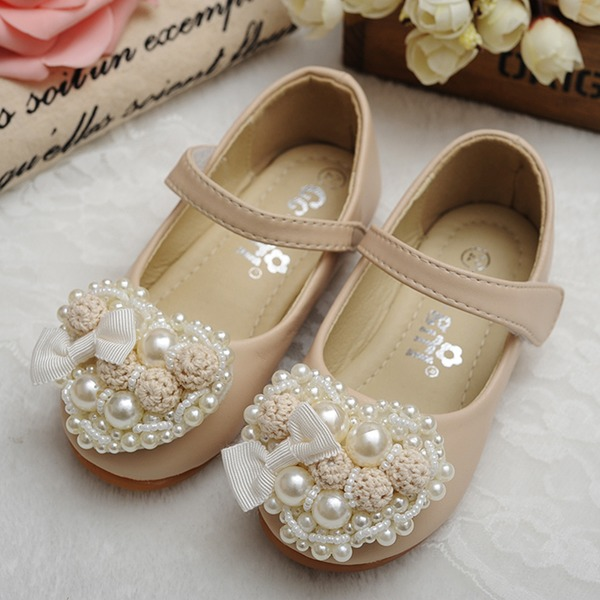 Bout fermé similicuir talon plat Chaussures plates Chaussures de fille de fleur avec Velcro Une fleur Pearl