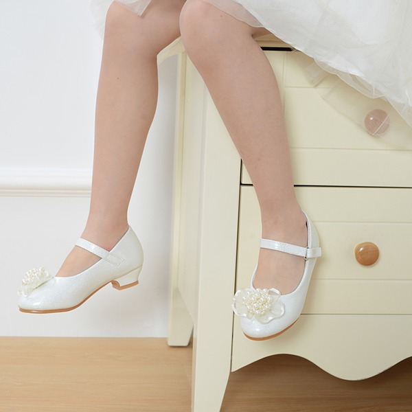 Jentas Round Toe Lukket Tå Leather lav Heel Flate sko Flower Girl Shoes med Spenne Imitert Perle Sateng Sløyfe
