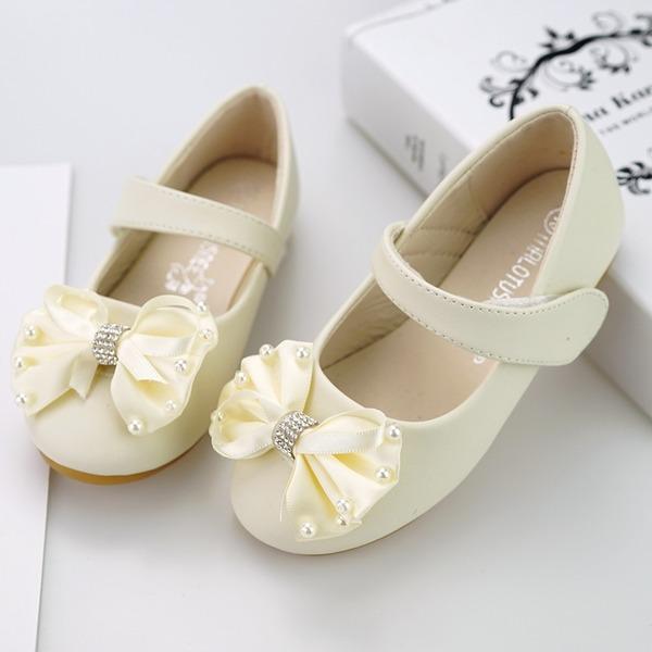 Fille de bout rond Bout fermé similicuir talon plat Chaussures plates Chaussures de fille de fleur avec Velcro Une fleur