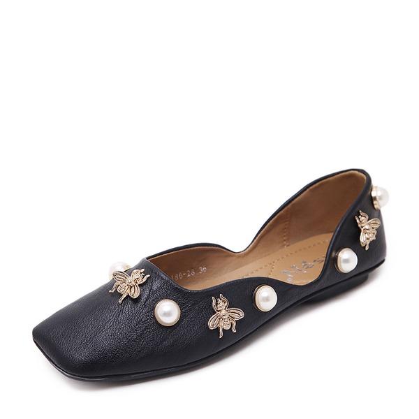 Kvinner PU Flat Hæl Flate sko Lukket Tå med Imitert Perle Rivet sko