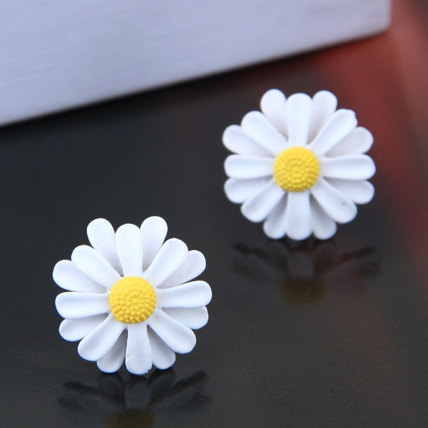 Flower Shaped Alloy Women's Fashion Earrings (Sold in a single piece)